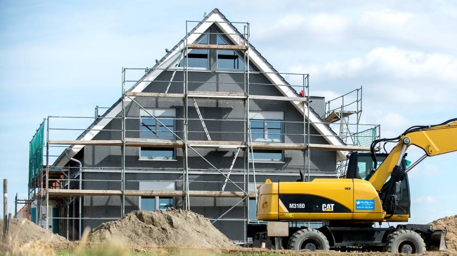 Ein Haus entsteht, dank der staatlichen Förderung.