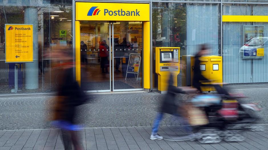 Eine Postbank-Filiale in Frankfurt