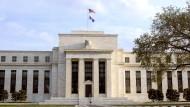 Umgekehrter Robin Hood: Die mächtigste Zentralbank der Welt, die amerikanische Federal Reserve, muss sich den Vorwurf anhören, sie nehme von den Armen und gebe den Reichen.