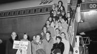Kurz vor Abflug: Die amerikanische Eiskunstlaufmannschaft wird am 14. Februar 1961 ein letztes Mal fotografiert.