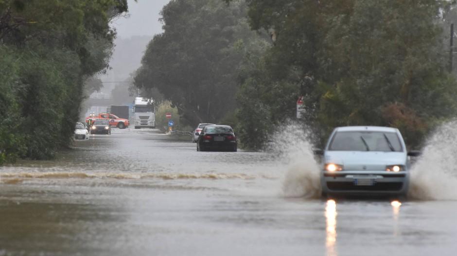 Eine überflutete Straße in der besonders betroffenen Stadt Catania