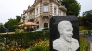 """Schlafen wie ein King: In der """"Villa Grunewald"""", Zimmer zehn, logierte schon Elvis Presley."""