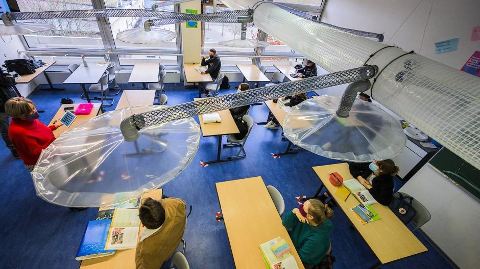 Simpel und billig: Abluftanlage für Klassenräume, erdacht von Wissenschaftlern des Mainzer Max-Planck-Instituts für Chemie