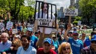 Die Wut reicht bis ins Ausland: Im Mai gingen in Madrid Venezolaner gegen Präsident Maduro auf die Straße.