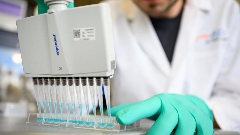 Im Labor von Curevac wird nach einem Impfstoff geforscht. Beim Thema Impfungen wird Konsens in der Wissenschaft häufig betont.