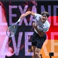 Einsamer Triumph: Zverev siegt vor leeren Rängen.