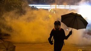 Regierungschefin verurteilt Gewalt durch Demonstranten