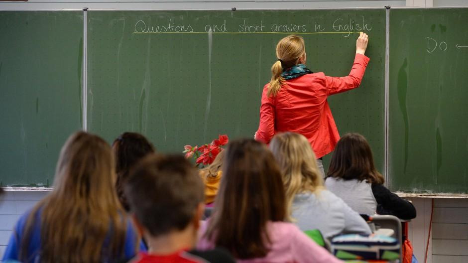 Unumstritten: Englisch lernen alle Schüler. Doch sollen sie auch Türkisch lernen? Darüber herrscht Uneinigkeit.