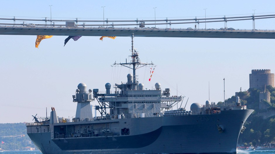 """""""Routinemäßige Einsätze"""": Ein amerikanisches Kriegsschiff bei der Durchfahrt durch den Bosporus in Richtung des Schwarzen Meers im Sommer 2018"""