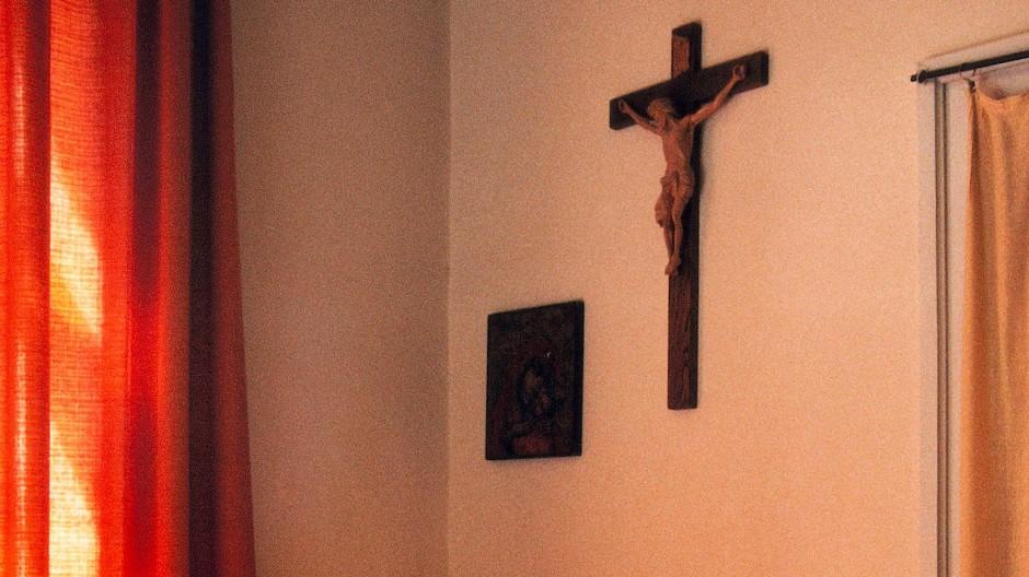 Konflikte unterm Jesuskreuz: Klassenzimmer in Bad Tölz
