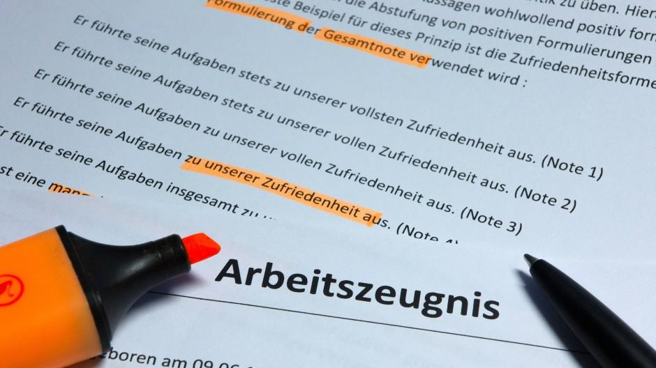Das Bundesarbeitsgericht musste sich mit der Sprache und der Wertung in Arbeitszeugnissen beschäftigen.