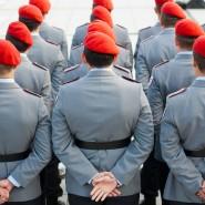 Bundeswehrsoldaten sind zu ihrem feierlichen Gelöbnis in Berlin angetreten. Soldaten jüdischen Glaubens sollen künftig von Rabbinern seelsorgerisch betreut werden können.