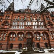 Das Oberlandesgericht Rostock entschied am Freitag über die Zahlung von Schmerzensgeld und Schadenersatz nach dem schweren Unfall eines Kindes.