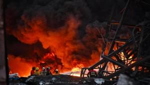 Ein Toter bei Explosion in Plastikfabrik