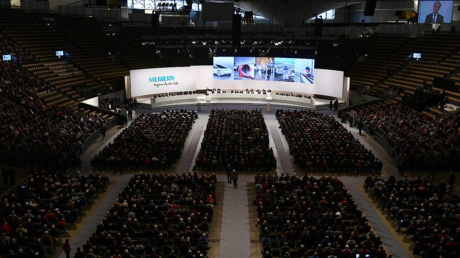 Vor der Corona-Krise: Die Siemens-Hauptversammlung am 5. Februar war noch gut besucht.
