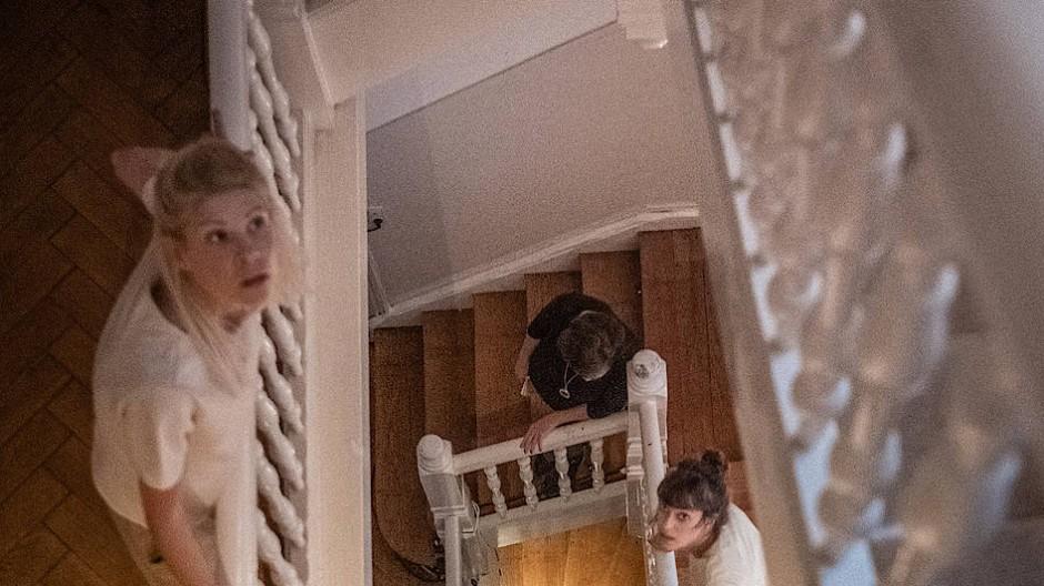 """""""(das) heim"""" erinnert an die Geschichte einer Frankfurter Villa und an 39 jüdische Mädchen."""
