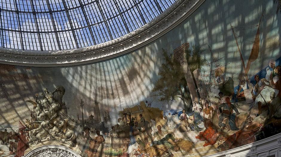 Auch bei der Präsentation ihrer Sammlungen versuchen sich die beiden Streithähne zu übertrumpfen: Blick in die Haupthalle des Pinault-Museums.