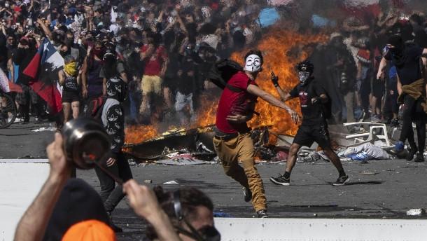 Chiles Präsident macht Bürgern Zugeständnisse