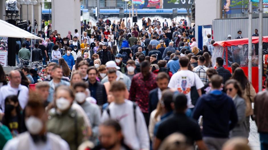Passanten in München: Im Herbst ist mit steigenden Fallzahlen zu rechnen.