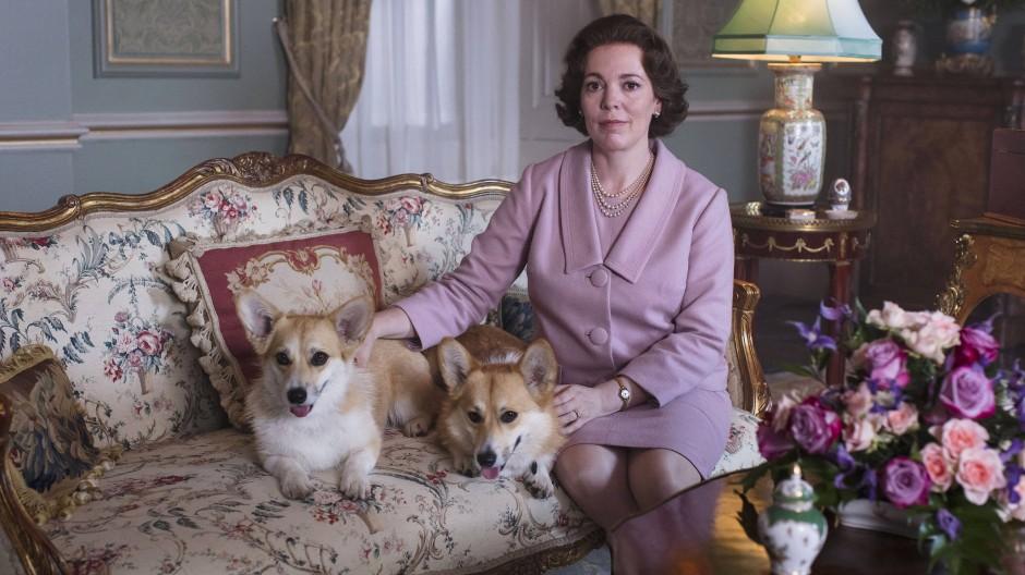 Mit Corgis: Olivia Colman als Elisabeth II.
