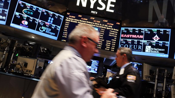 Stocks Rise Over 100 Points On NYSE