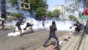 Demonstranten trotzen weiter dem Militär