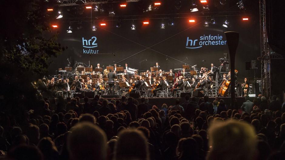 Erstklassiger Klangkörper: das Sinfonieorchester des Hessischen Rundfunks beim Open-Air-Auftritt in Frankfurt