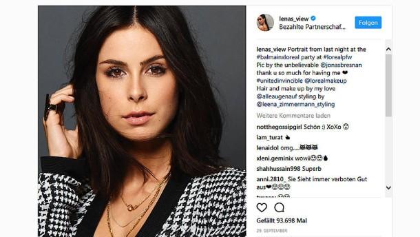 Warum Frauen sich auf Instagram so gern ins Haar fassen