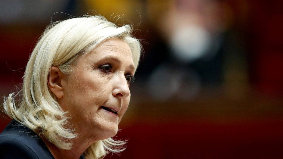 Sie hält nun doch am Euro fest: Marine Le Pen