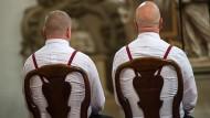 Die evangelische Kirche stellt gleichgeschlechtliche Trauung gleich.