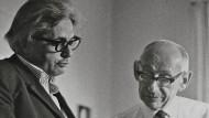 Zwei Interpreten von Format prüfen den Text: Peter Szondi (links) und Gershom Scholem im Jahr 1971 bei der Lektüre Walter Benjamins.