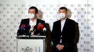 Andrej Babis, Ministerpräsident von Tschechien, und Jan Hamacek, Innenminister von Tschechien, sprechen im Außenministerium