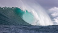 Große Wellen können zur Gefahr für Surfer werden.