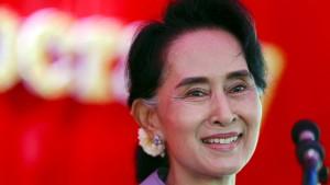 Suu Kyi bekräftigt kurz vor Wahlen Machtanspruch