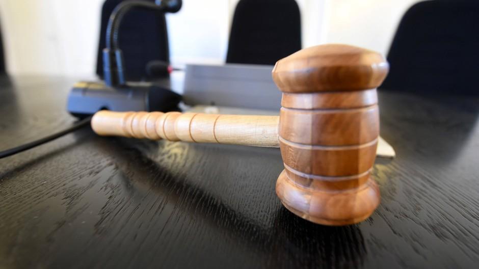 Frau ermordet: Lebenslange Haft für einen Mann aus Hessen.
