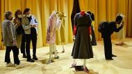 Prada stellt die Frühjahr-/Sommerkollektion 2021 im Hauptgeschäftssitz in Mailand vor.