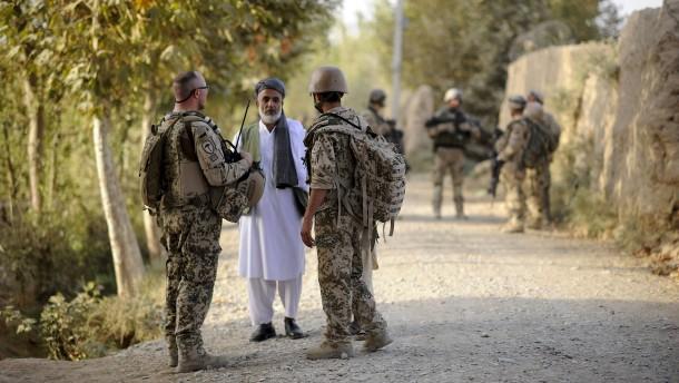 Seehofer: Deutschland nimmt mehr Ortskräfte aus Afghanistan auf