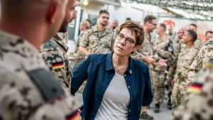 Kabinett beschließt neues Irak-Mandat für Bundeswehr