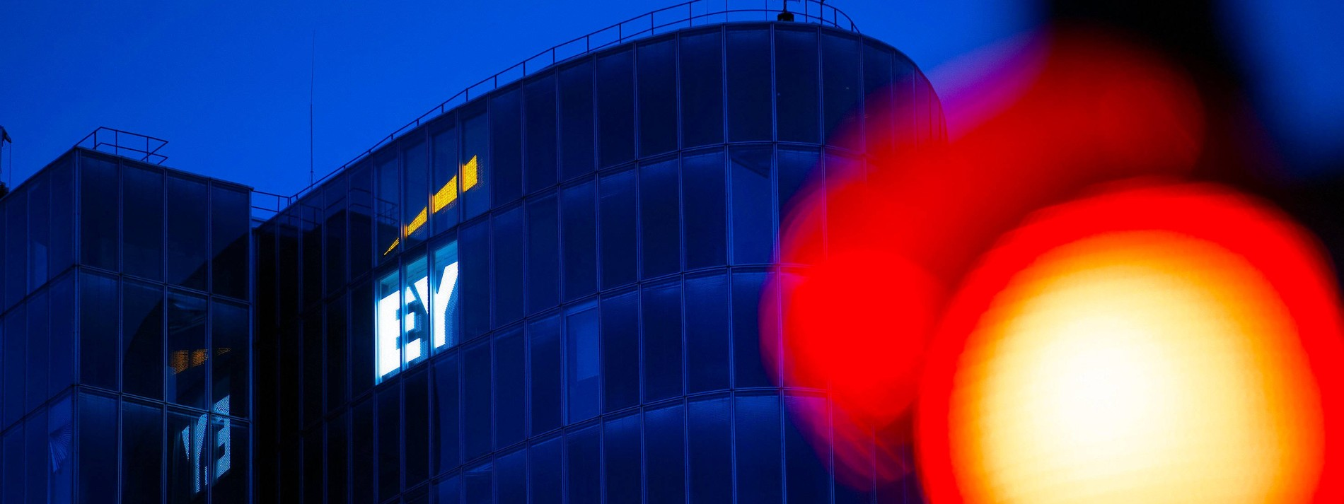 Anlegerschützer bauen Drohszenario auf – und drängen EY auf Einigung