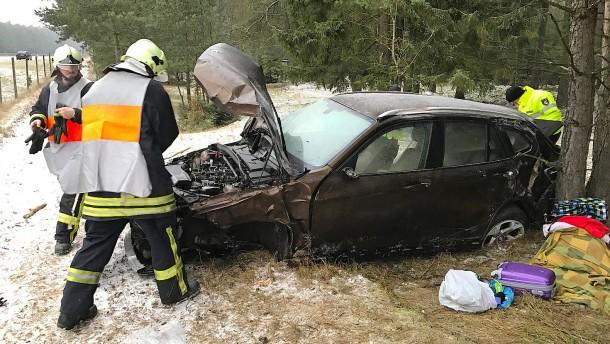 Zahlreiche Unfälle durch Glatteis