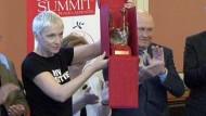Friedensnobelpreisträger ehren Annie Lennox
