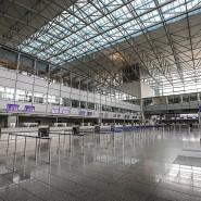 Leere Hallen: Deutschlands größter Flughafen drosselt den Betrieb.