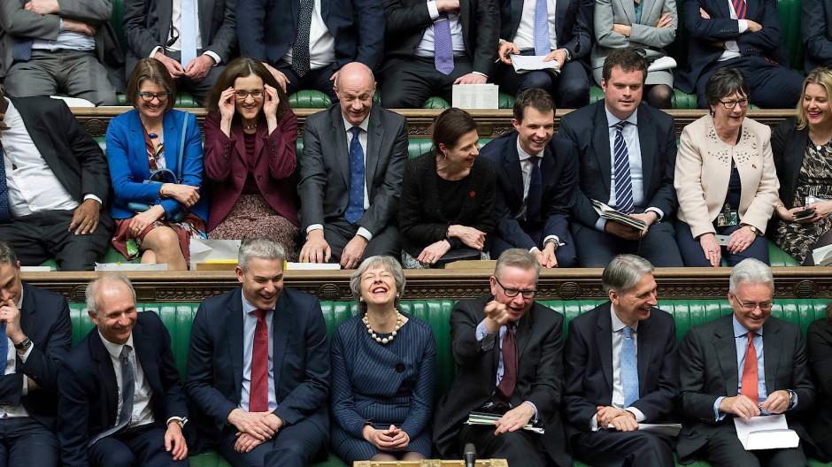 Theresa May und ihre Partei im Unterhaus am 14. März nach der Abstimmung