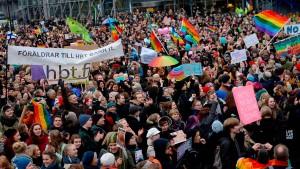 Gleichgeschlechtliche Paare in Finnland dürfen heiraten