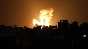 Israels Armee startet Luftangriffe im Gazastreifen
