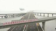 Längste Meeresbrücke der Welt eingeweiht