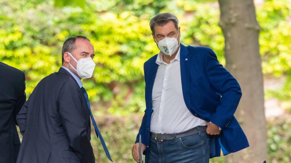 Markus Söder und sein Vize Hubert Aiwanger nach einer Kabinettssitzung im Münchner Hofgarten.