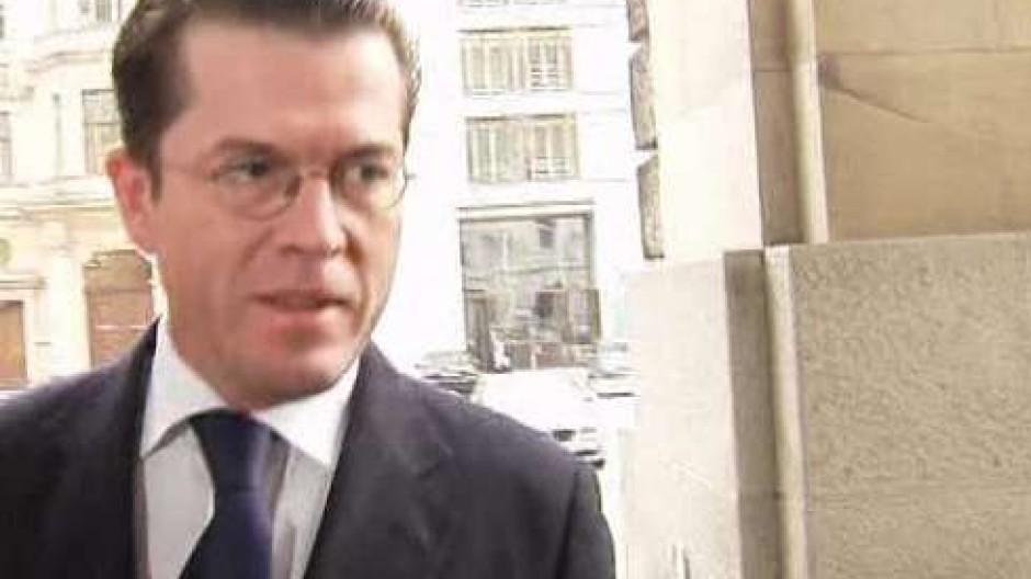 Guttenberg will Wehrdienst früher verkürzen