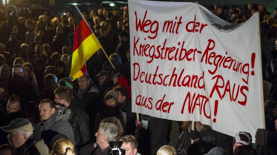 Einige der Parolen der Pegida-Bewegung nehmen die Propaganda der DDR gegen die Adenauer-Regierung wieder auf.