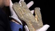 Jacksons Moonwalk-Handschuh wird versteigert
